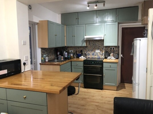 2 bedroom student apartment in Cathays, Cardiff