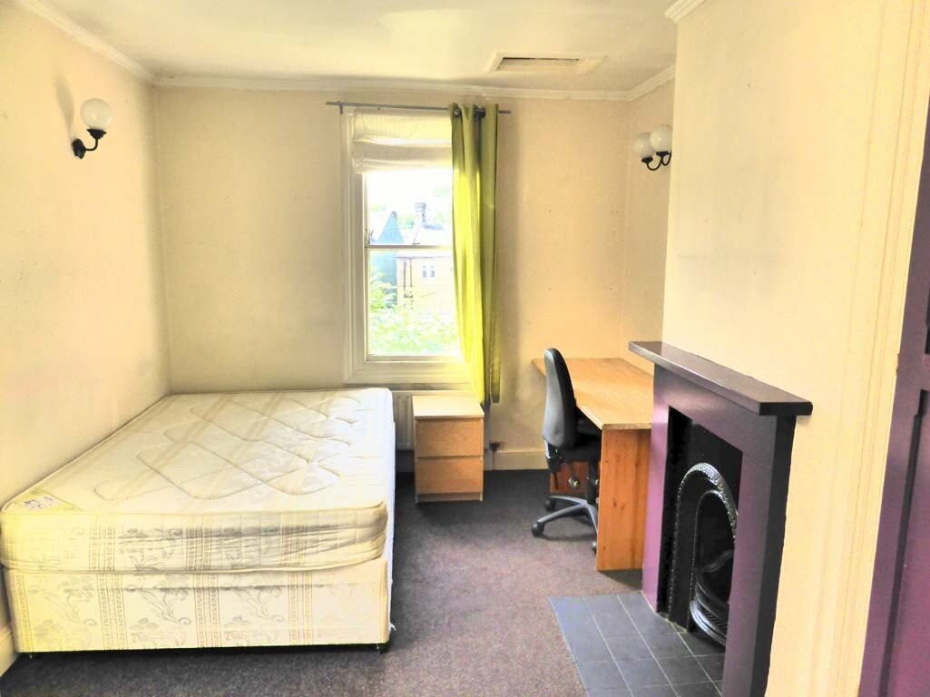 9 bedroom student house in Hyde Park, Leeds