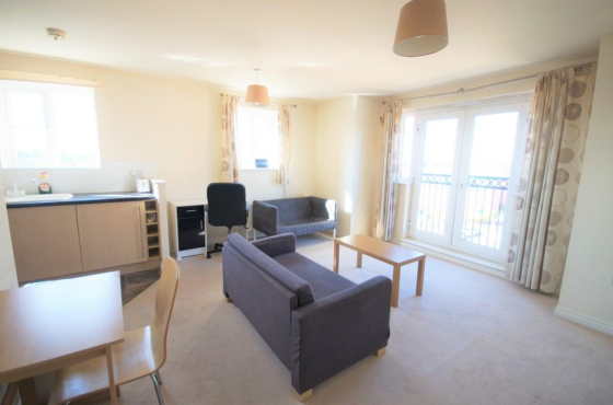 2 bedroom student apartment in Ball Hill, Coventry
