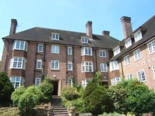 2 bedroom student house in Guildford, Surrey