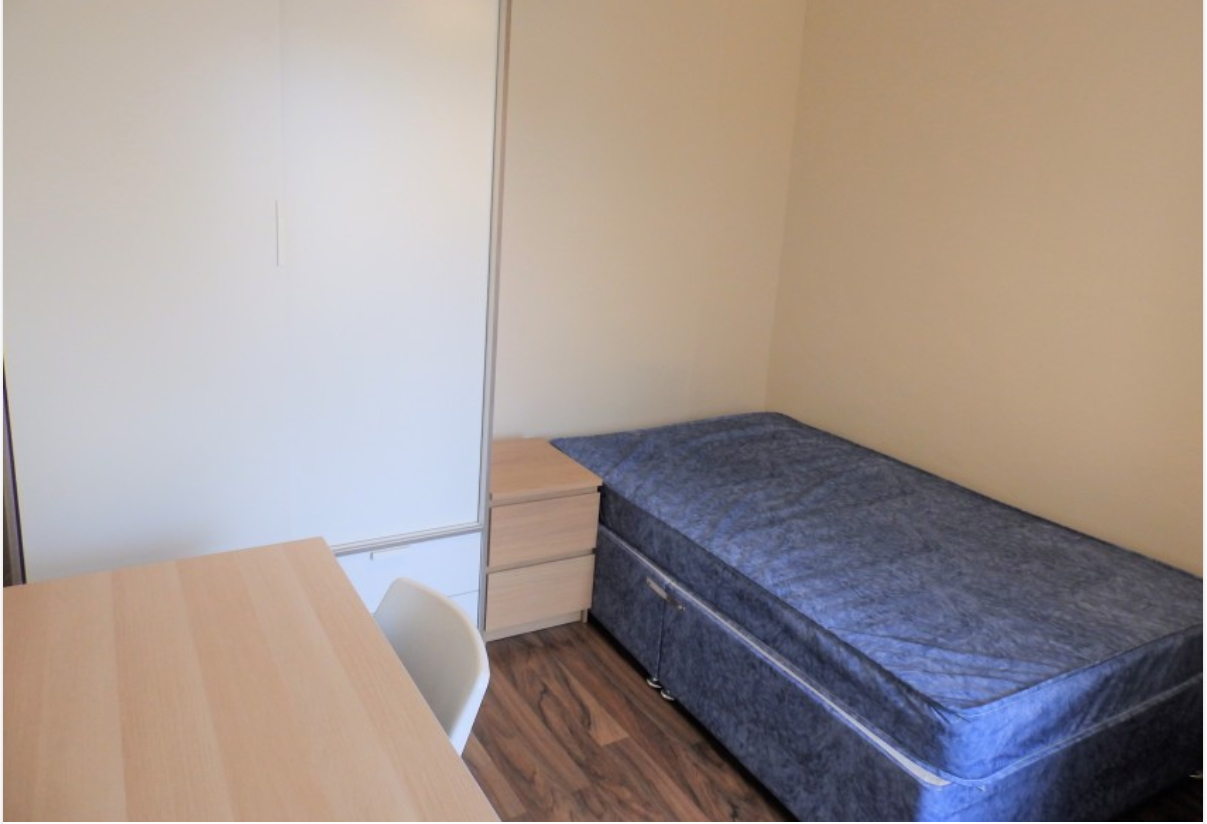 3 bedroom student house in Sandfields, Swansea