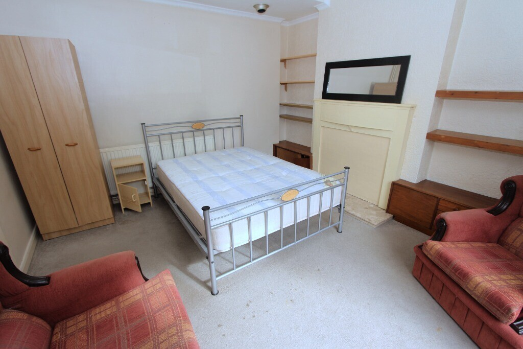 3 bedroom student house in Clarendon Park, Leicester
