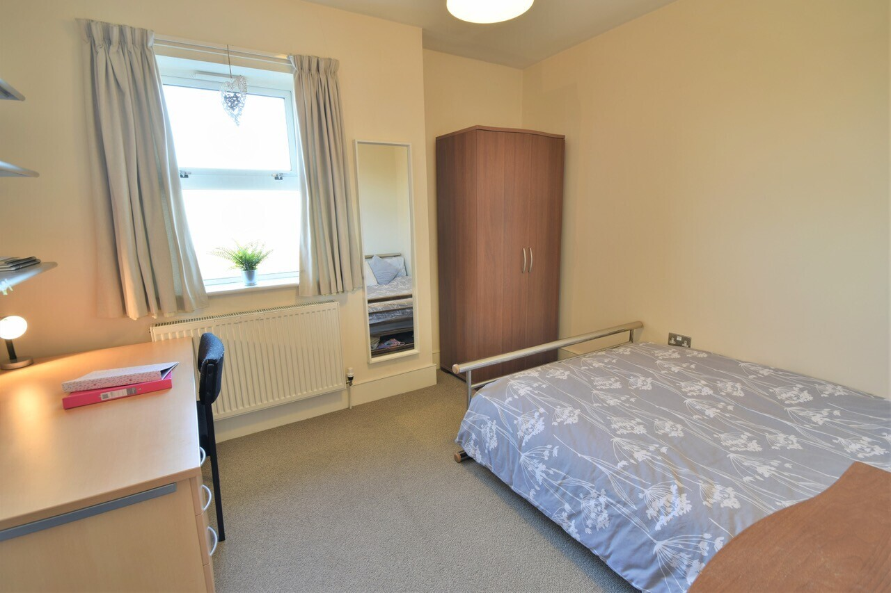 4 bedroom apartment for rent Longfield Road, Sheffield ...
