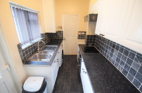 4 bedroom student house in Ball Hill, Coventry