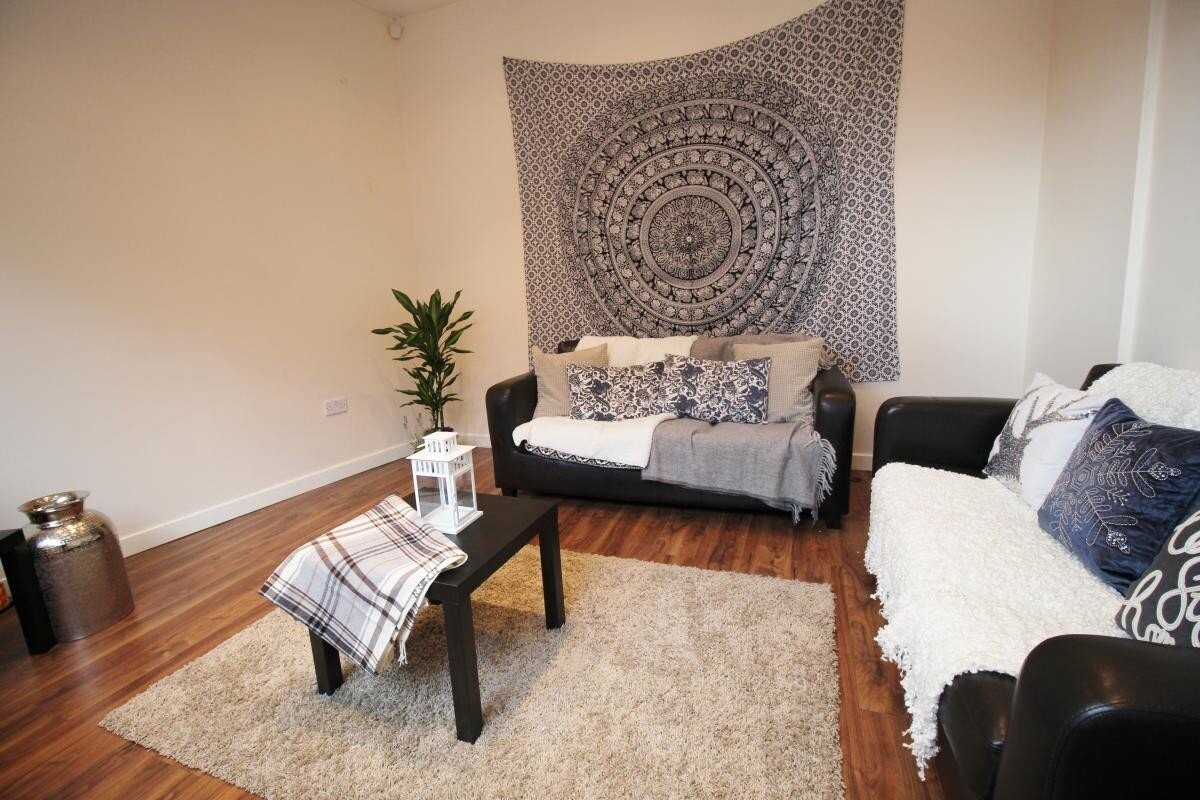 4 bedroom house for rent Autumn Street, Leeds, LS6 1RH ...