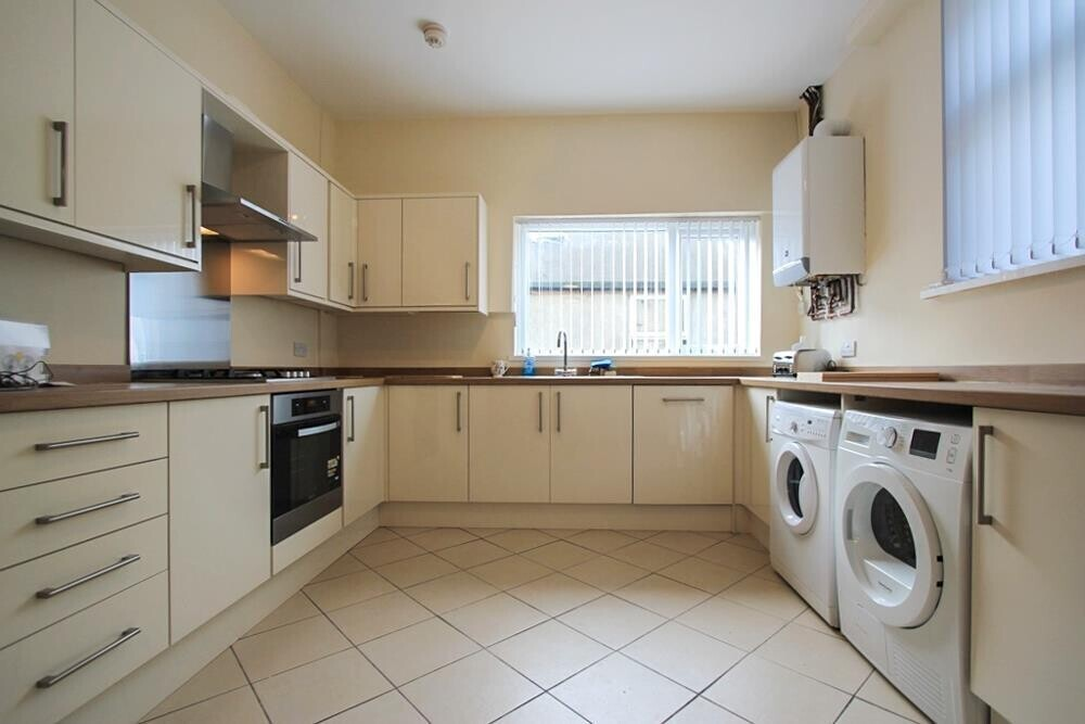 5 bedroom student house in Heath, Cardiff