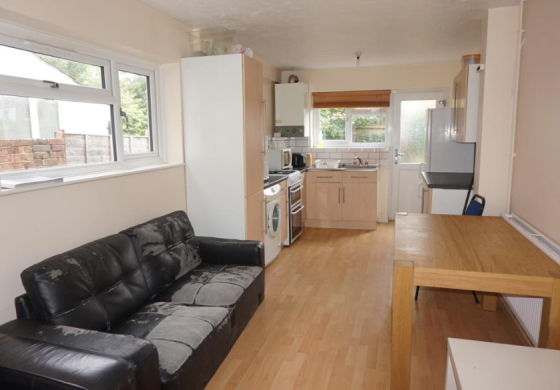 5 bedroom student house in The Polygon, Southampton