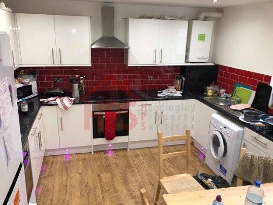 6 bedroom student house in Hyde Park, Leeds