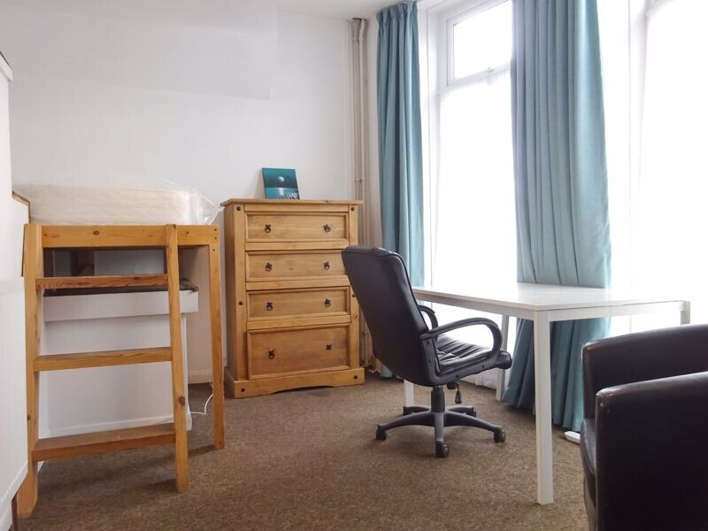 6 bedroom student house in Round Hill, Brighton