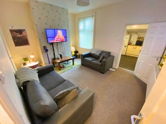 6 bedroom student house in Shelton, Stoke-on-Trent