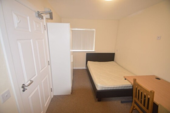 6 bedroom student house in Tile Hill, Coventry