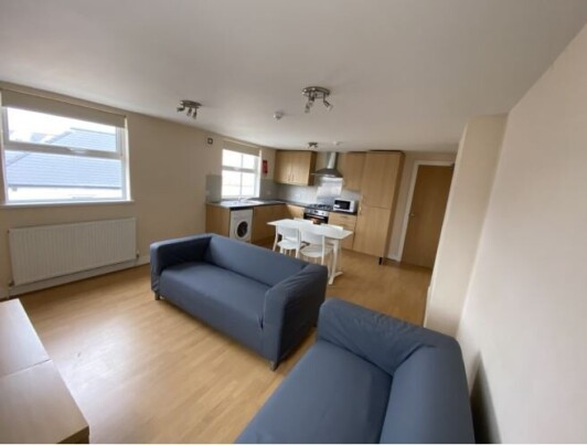8 bedroom student apartment in Cathays, Cardiff