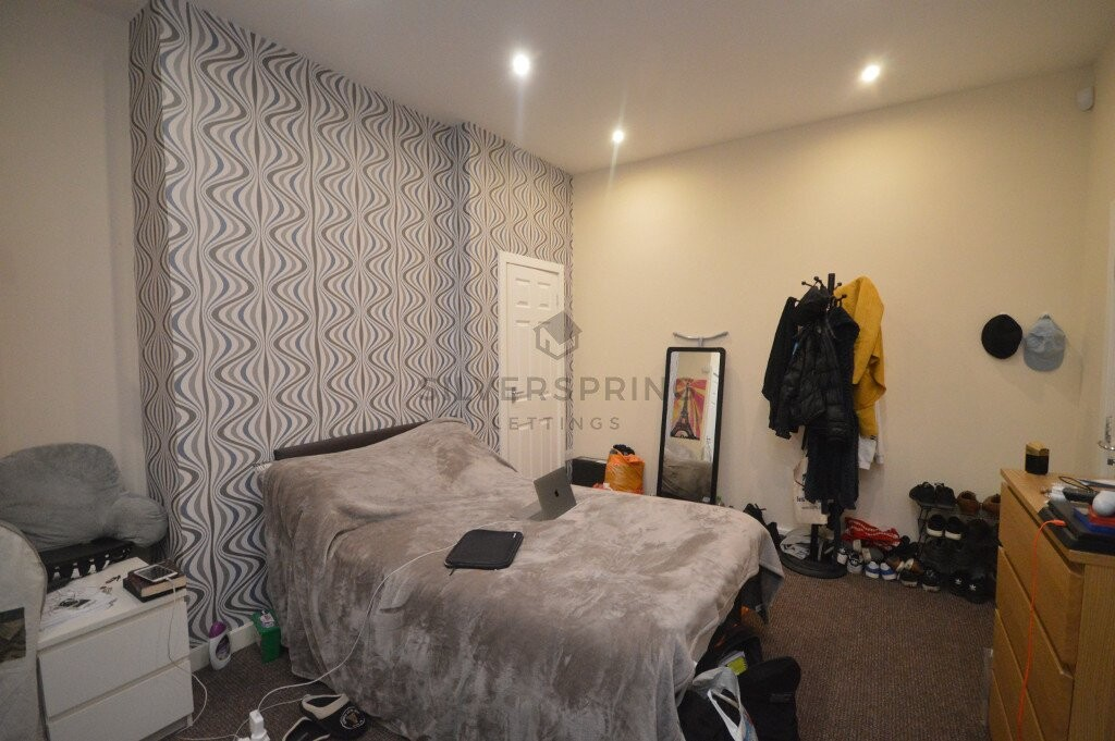 8 bedroom student house in Hyde Park, Leeds